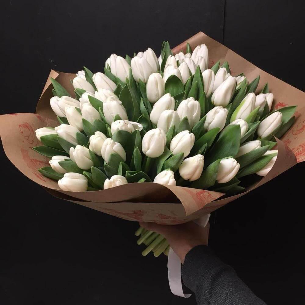 Букет 49 «Белых Тюльпанов» Kraft
