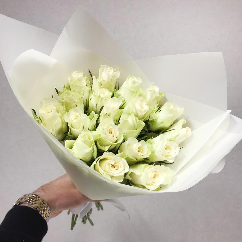 Букет 19 «Белых Роз» Pink 40см