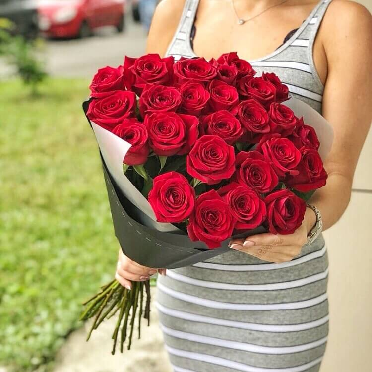 Букет 25 «Красных Роз» Grey