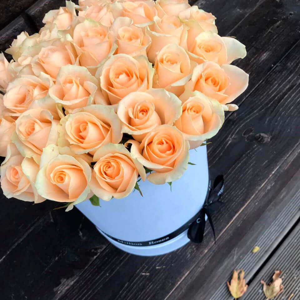 Коробка 29 «Кремовых Роз» White