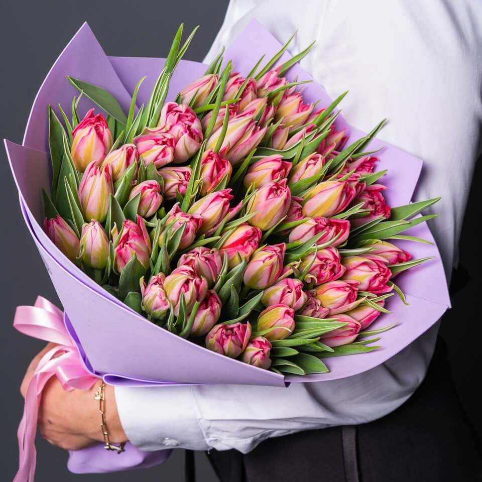 Розовые красивые тюльпаны