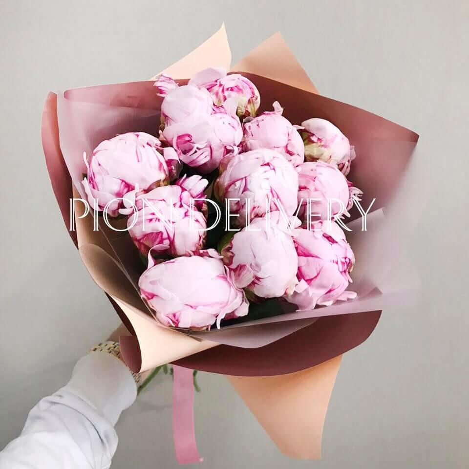 Букет 11 розовых пионов