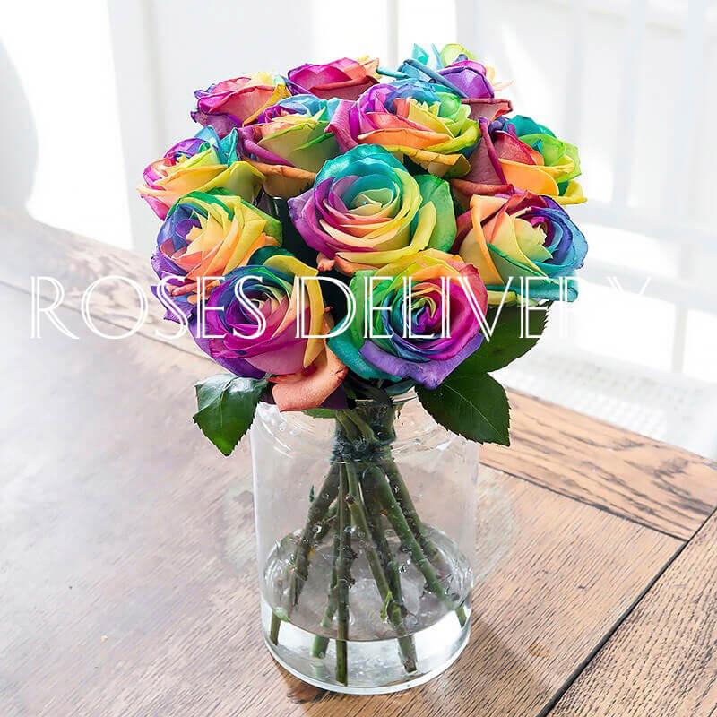 Букет 11 «Радужных Роз» в вазе