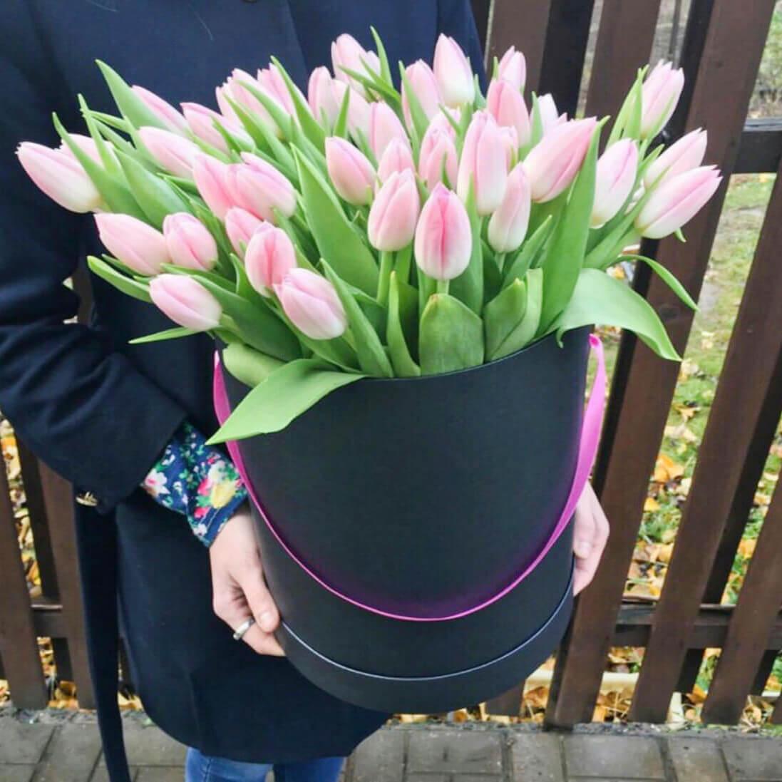 Коробка 49 «Розовых Тюльпанов» Black