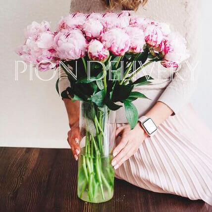 Букет 19 розовых пионов в вазе