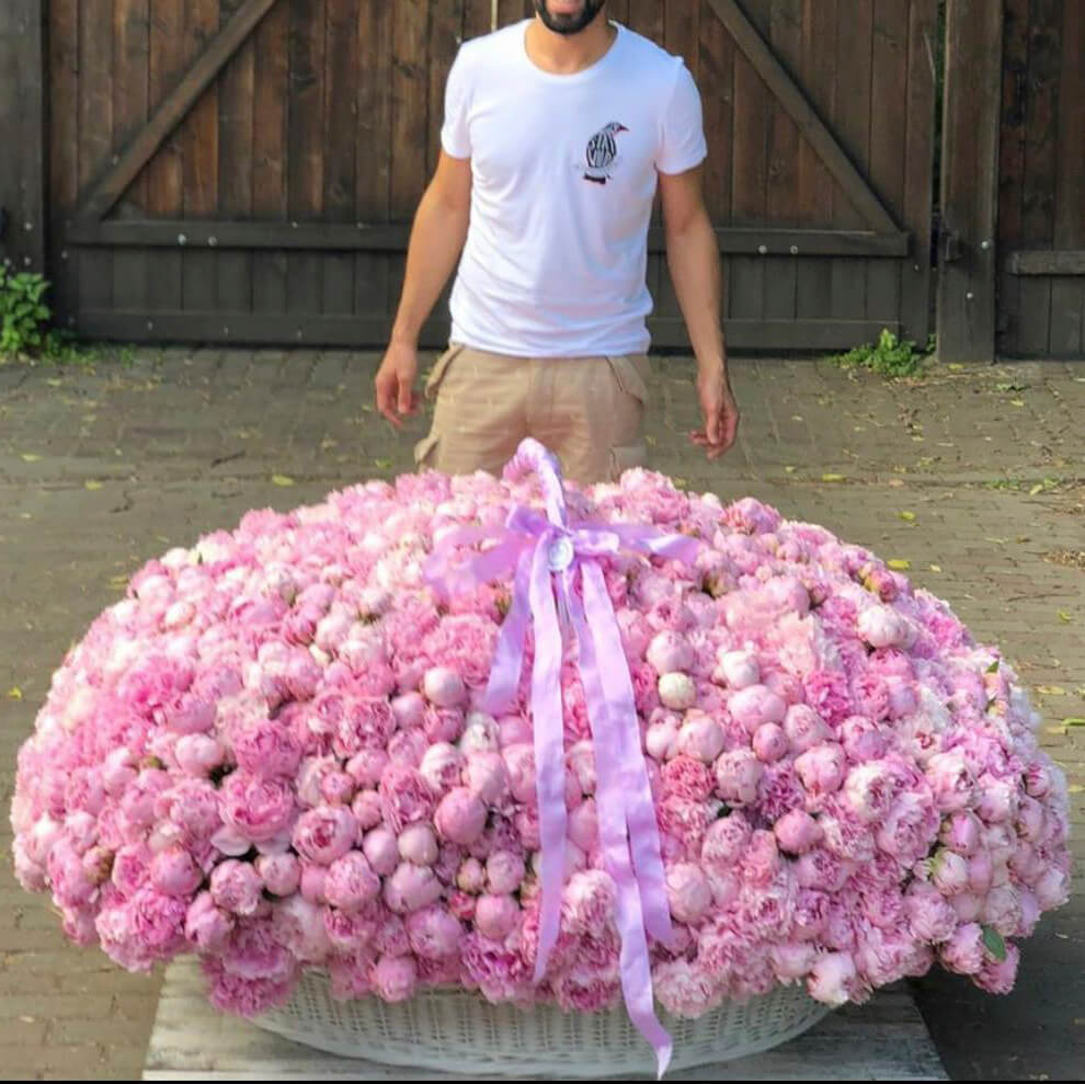 Корзина из 701 розового пиона