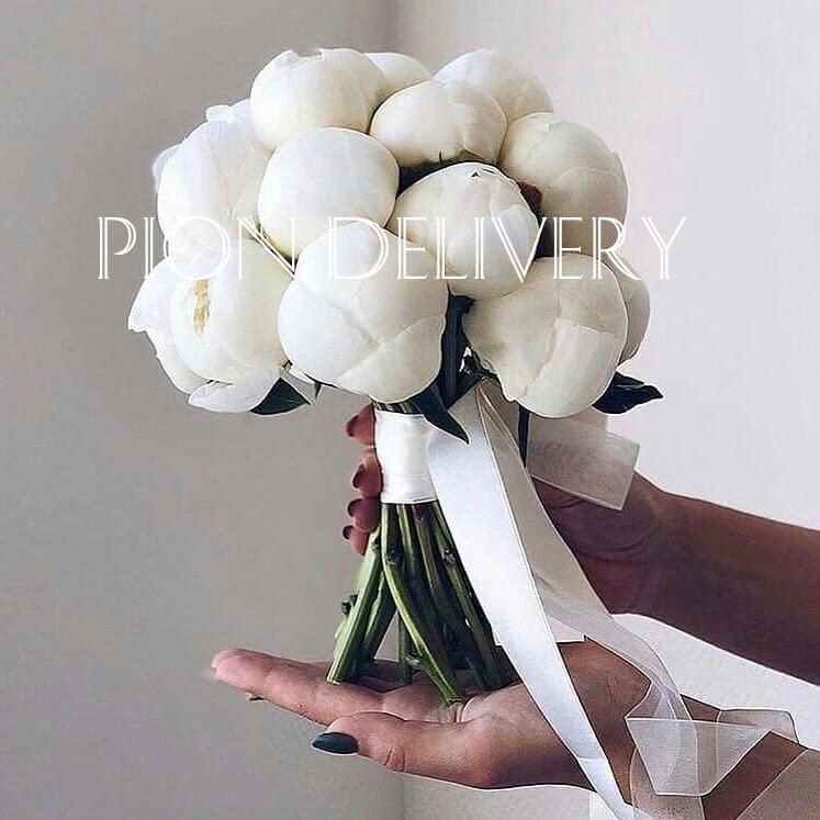 Свадебный букет из 15 белых пионов