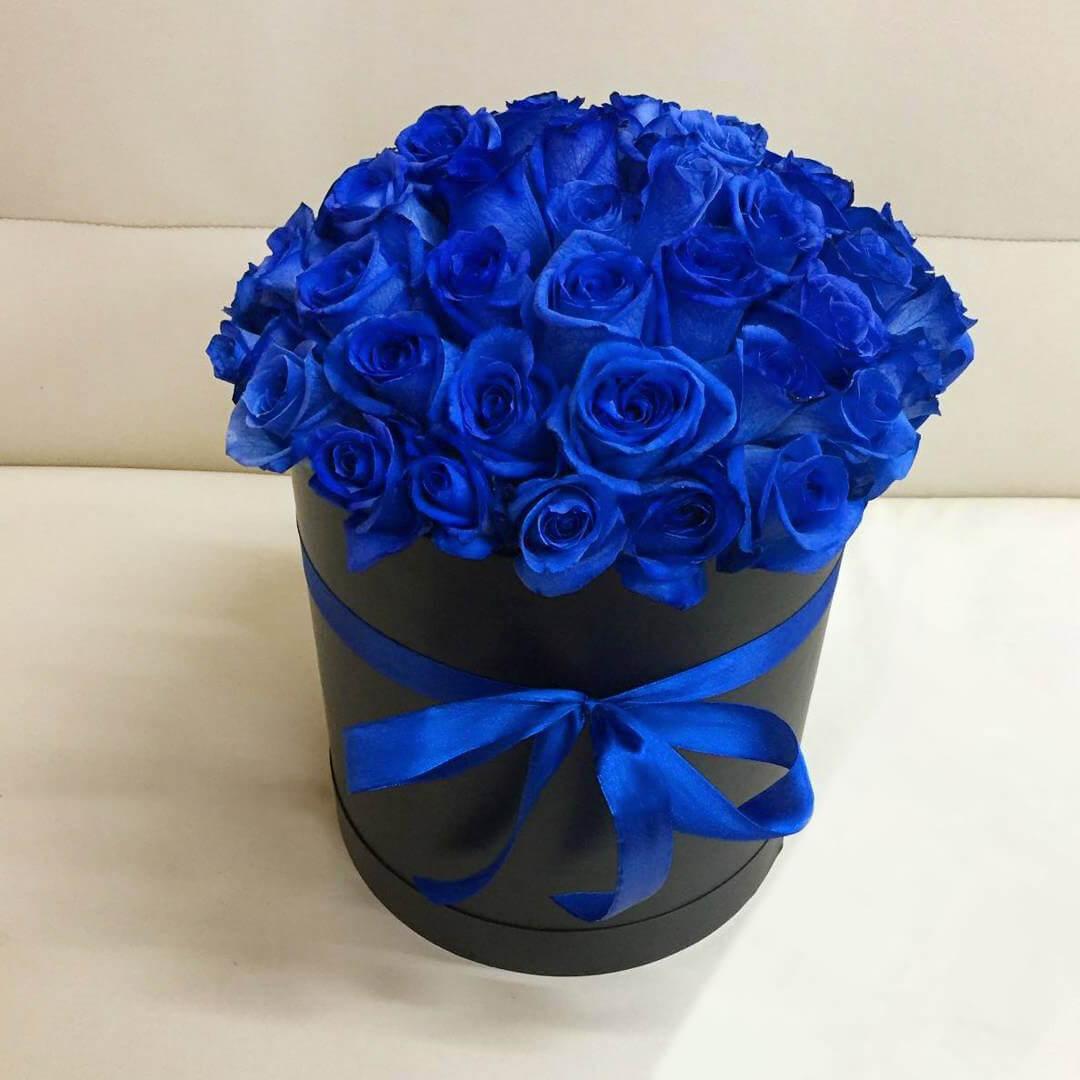 25 синих роз в коробке