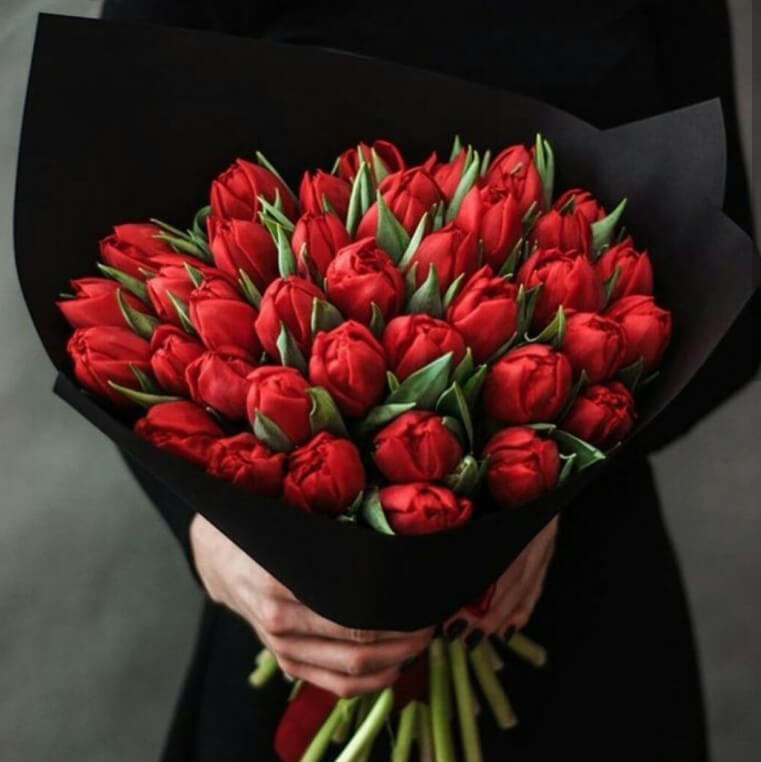 Букет 49 «Красных Тюльпанов» Black